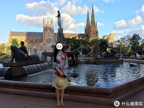 海德公园的喷泉,背后是圣玛丽大教堂