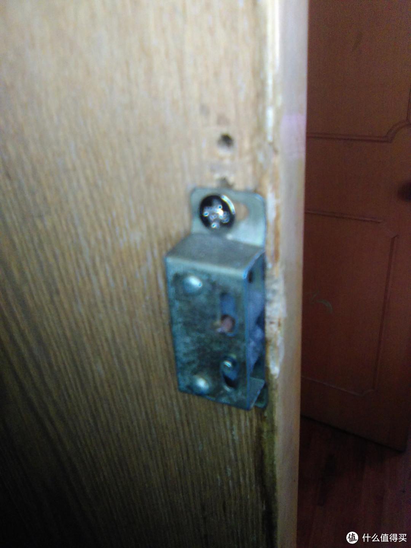 改善衣柜门关不严、噪音大,换阻尼铰链和磁吸或门碰珠