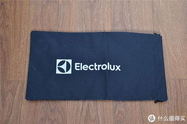 """轻松搞定一地""""鸡毛"""":Electrolux 伊莱克斯 ZB3320P 吸尘器开箱简评"""