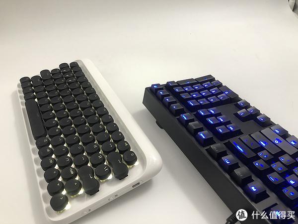 ▲与魔力鸭DK2018S相比键盘就显得小巧