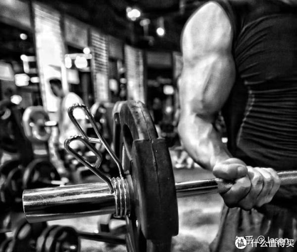 健身多久才能逆袭?从200斤的中年酗酒大叔,到健身被群嘲,再到力量举铁冠军故事分享