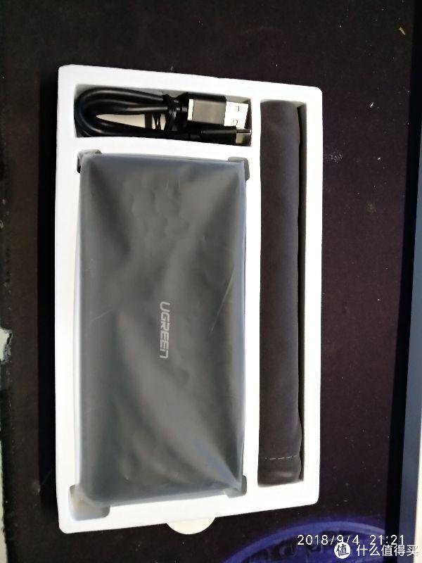包装内送了一个小布袋可以装移动电源