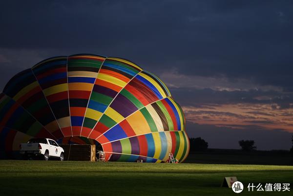 1号气球已经充的差不多了,天色也开始发亮