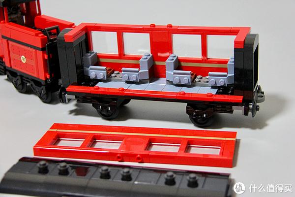 车厢的上盖和旁边部分可以拿下。