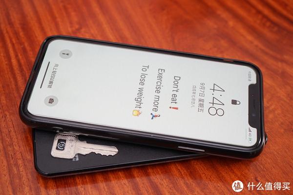 一切为了iPhoneX物尽其用:摩米士磁吸无线充电宝上手体验