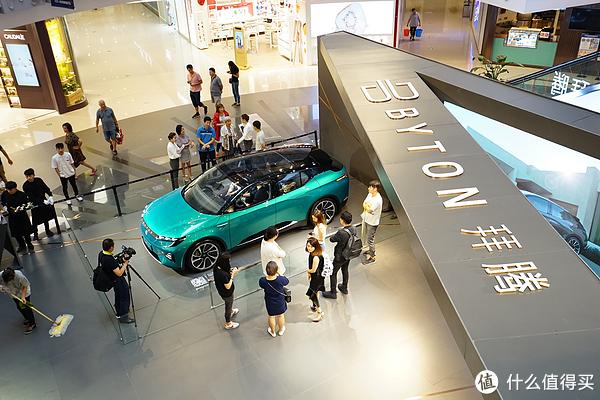 这款49寸中控屏的车型,明年即将上市!8个问题,了解拜腾M-Byte!