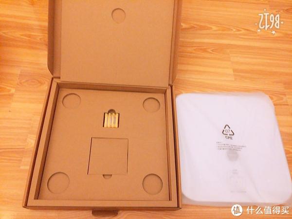 除了产品本身以外,附加4支7号电池、说明书,其余的就是纸壳了