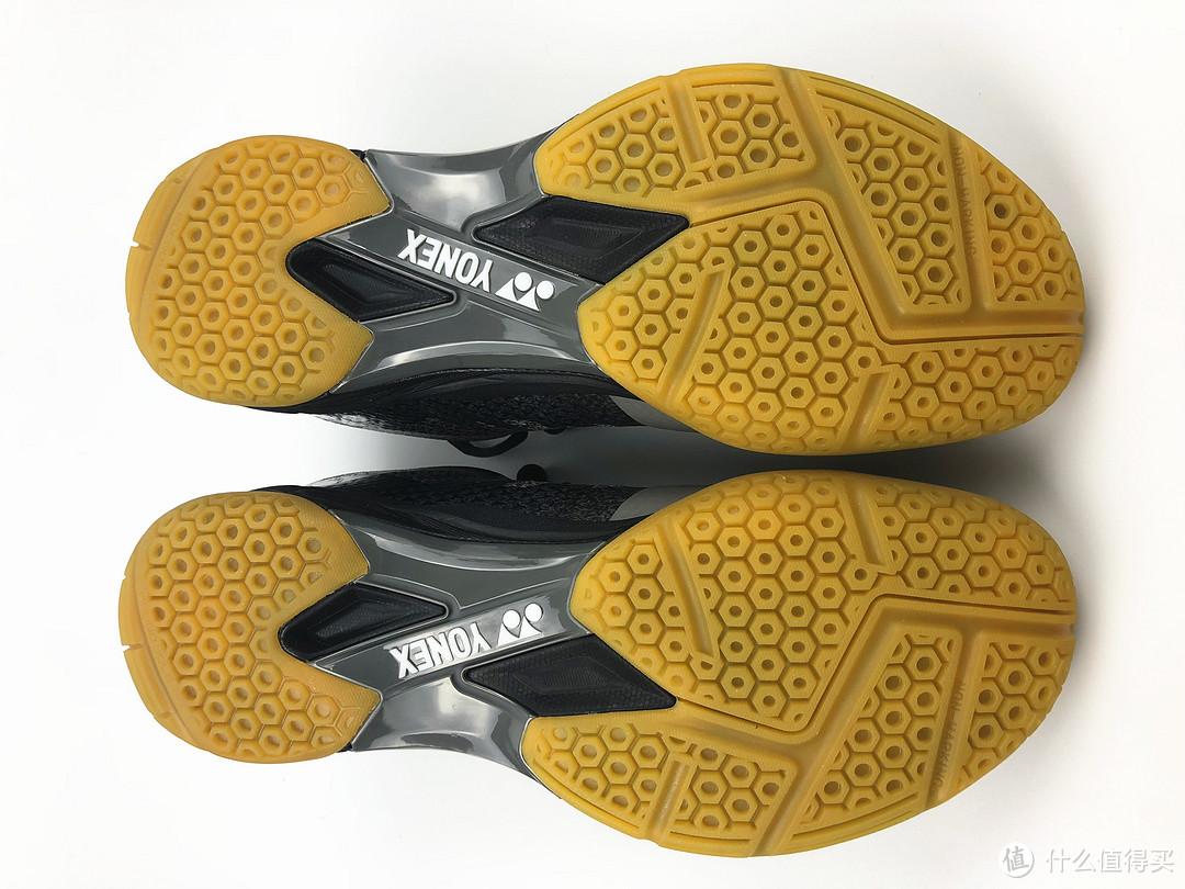 鞋底防滑部分跟高配版是一样的,这黄悠悠的真的不好看