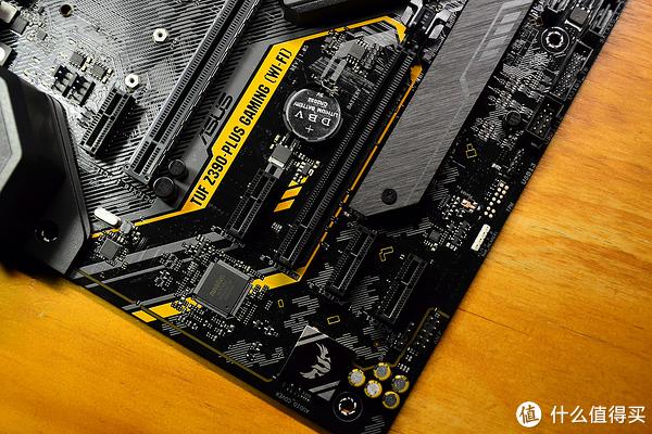 两个16XPCIE,其中一个是X4 MAX,4个PCIE X1