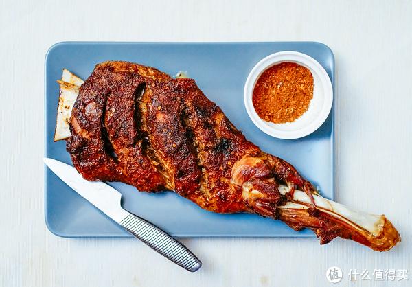 烤羊腿喲,香香嫩嫩味道口感俱佳的烤羊腿!