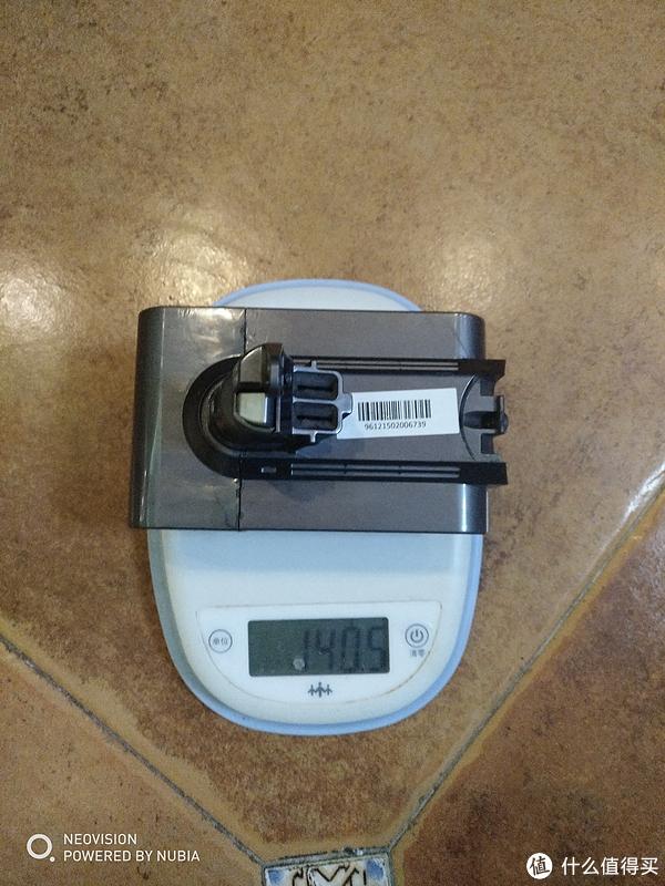 电池盒去掉电芯,加上MOS开关板和转接插座后重140克。