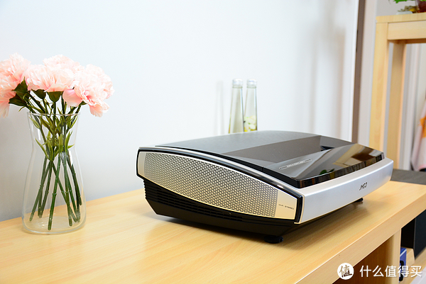 坚果U1 4K激光电视评测:现在入手激光电视到底行不行?