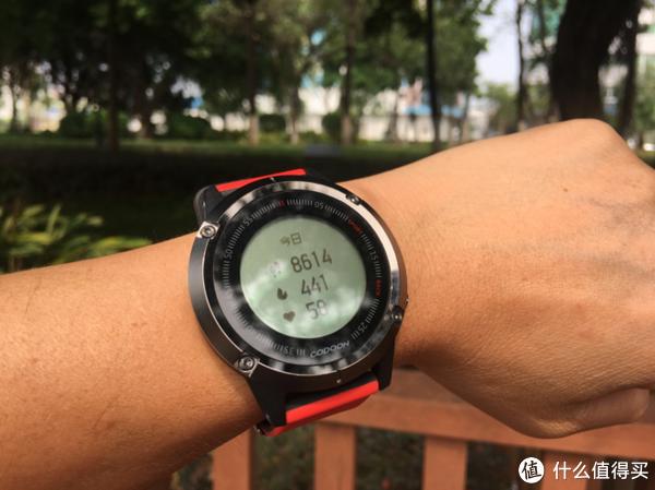 从抬腕亮屏移情到常显示屏,让人别爱的咕咚手表S1值不值得买
