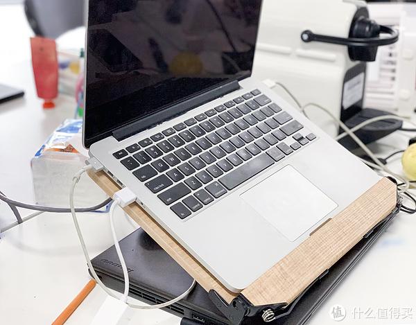 撑起一部MacBook Pro完全不是问题