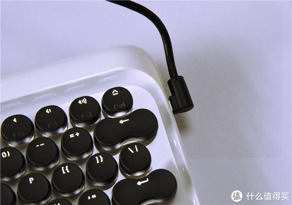 原来键盘不只是黑乎乎的样子,同时连接3台蓝牙设备的键盘,用过吗?