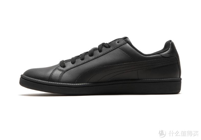 二层皮的板鞋比较适合雨天穿着