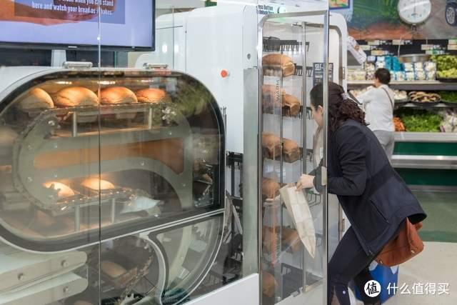 """烘焙革命?美国公司研发""""面包机器人"""",每六分钟制作一个新鲜面包"""