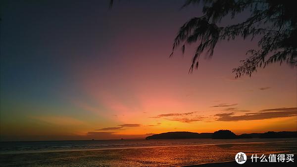 手机拍摄奥南海滩日落景观