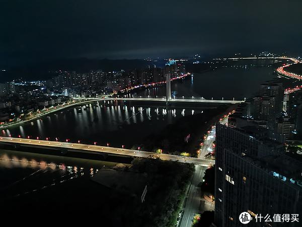 晚上的东江大桥