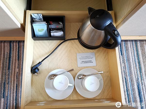冲泡的茶和咖啡