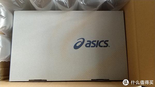 打开外盒,里面是鞋盒,中间用了一层空气袋缓冲