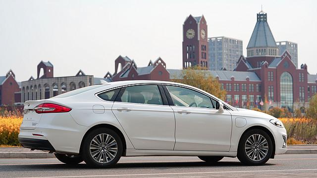 百公里5个油的美系车,还能上新能源牌照——新蒙迪欧PHEV试驾体验测评