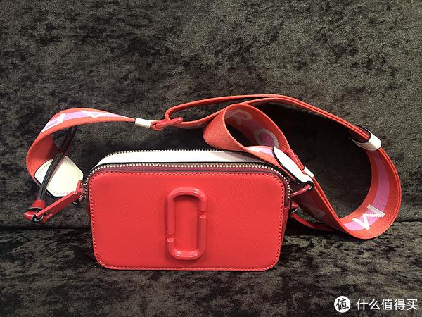 大红色的相机包