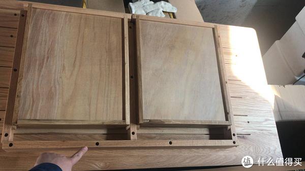1200在山东一家工坊购买的书桌,基本就是大力拧螺丝。伸缩缝也做的很敷衍