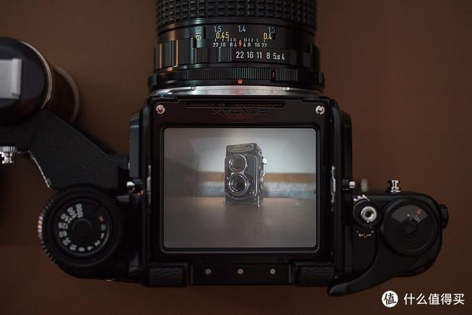 67的取景屏,F4的镜头没有上腰平遮光板效果稍差