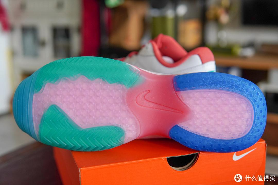 最喜欢的鞋底,配色很是好看啊!~