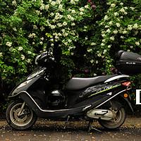 铃木UU125摩托车外观展示(大灯|材质|脚踏)