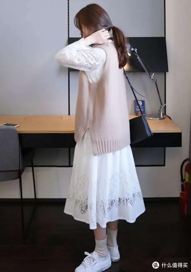 约会穿搭:裙子+针织衫,时尚又吸睛