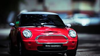 MINI COOPER S仿真遥控车使用评测(车前灯 后视镜 轮胎 底盘 动力)