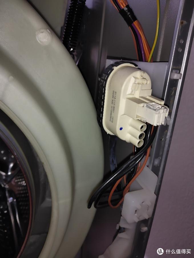 拆惠而浦滚筒洗衣机。