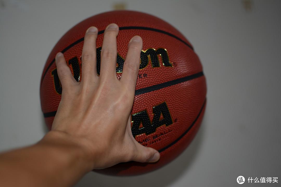出生到现在用过手感最好的篮球。Wilson威尔胜 美国NCAA比赛用球(著名的solution)的复刻版型号WTB0730