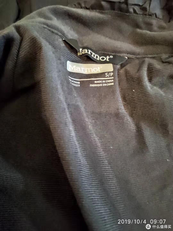 内衬Dirclime,也是产品卖点,92%聚酯纤维,绒绒的一层,亲肤感很好,适当保暖
