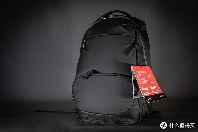 京东配送来的背包,包装方面是一层塑料袋就不多做介绍了,我们直接从外观方面开始本期的评测