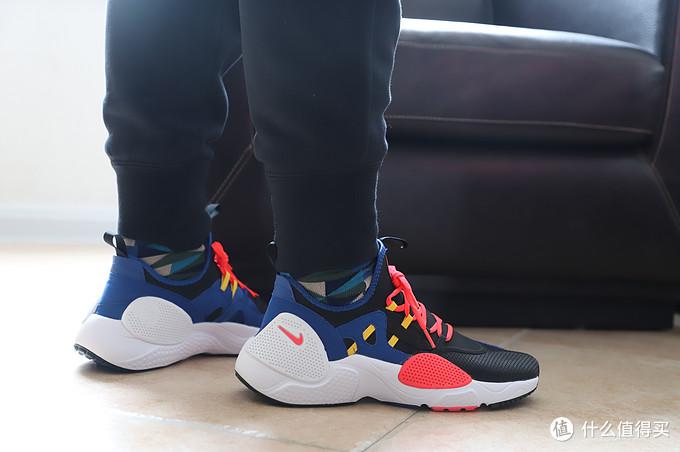 Nike Huarache E.D.G.E.TXT 复古×机能风运动鞋
