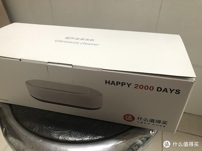 包装盒也有大妈的logo,还特地注明Happy 2000 days,真是有心了