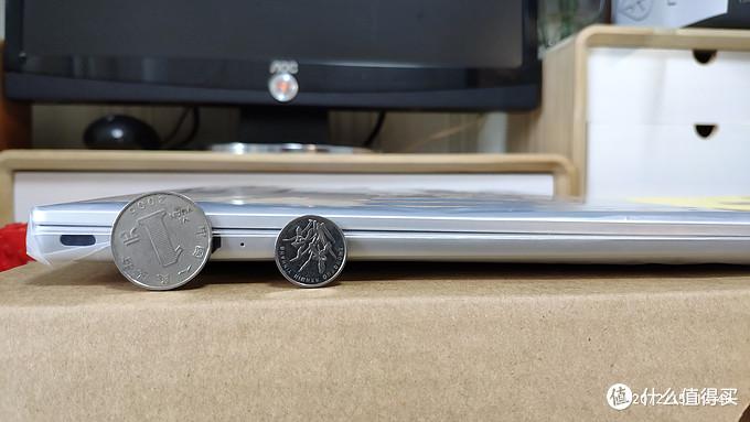 厚度让人很满意,最厚处比一毛的硬币直径还小