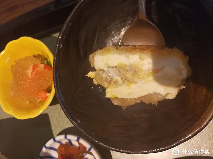 豆腐里面夹着一些肉糜,就是类似我们的客家让豆腐