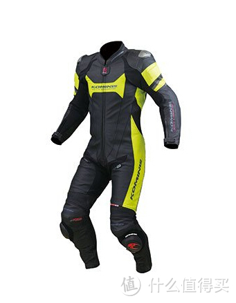 komine连体皮衣,第一次买连体心情还是很激动的。磨包,内置护膝护肘背板,外置护肩,保护也是赛道级别的。