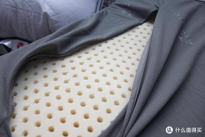 小小枕头大不同?羽绒、羽丝绒、乳胶、记忆棉,四大常见枕头客观横评