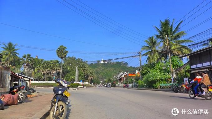 1个人,1辆摩托,1个国家,52天游老挝