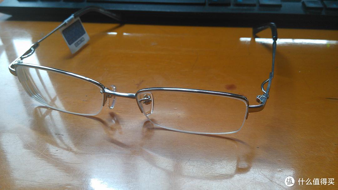 ↑眼镜整体,镜片切割大小比旧眼镜稍小一圈