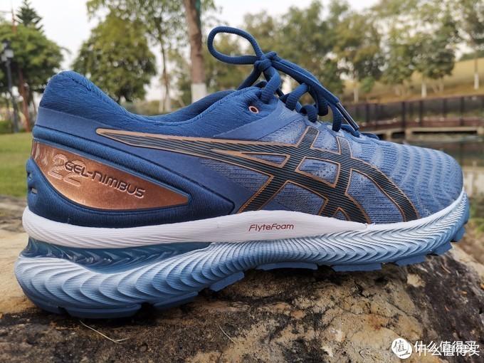 ASICS GEL-NIMBUS 22跑鞋侧颜