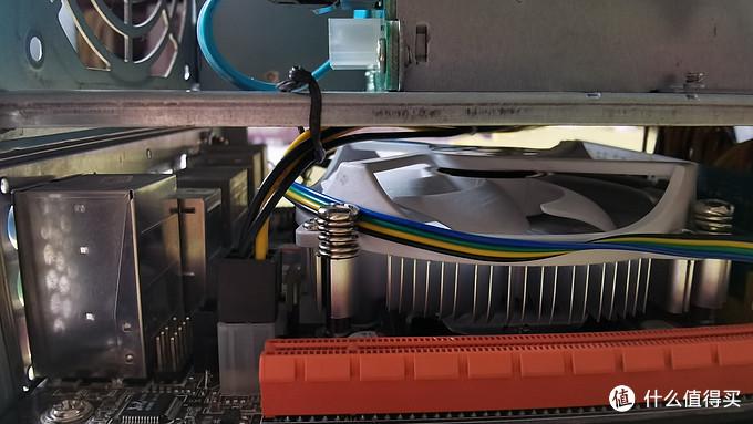 cpu供电线,避免对散热风扇干扰最好固定一下