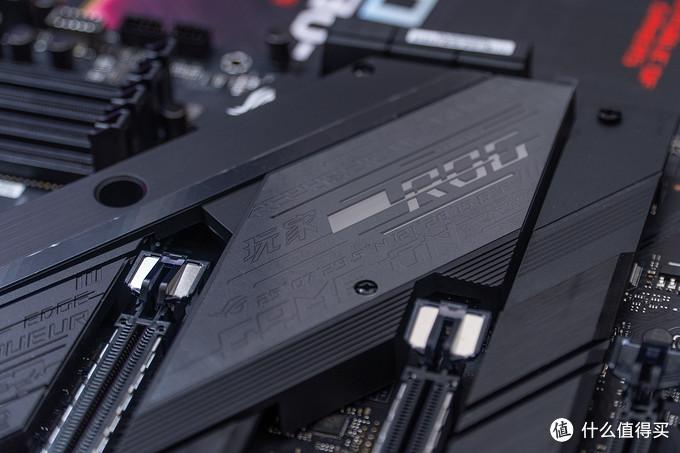 玩家国度 STRIX Z490-E GAMING 开箱简测