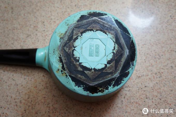 不粘锅半年就废?告诉你一些使用和维护的小技巧,让你的锅具寿命至少翻倍