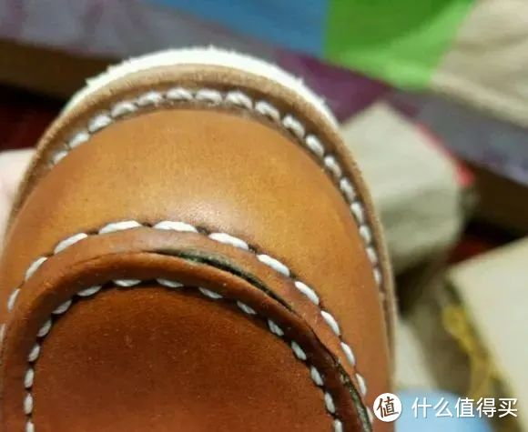 方头靴新买的就开口,实际不影响质量,穿一阵也会开。